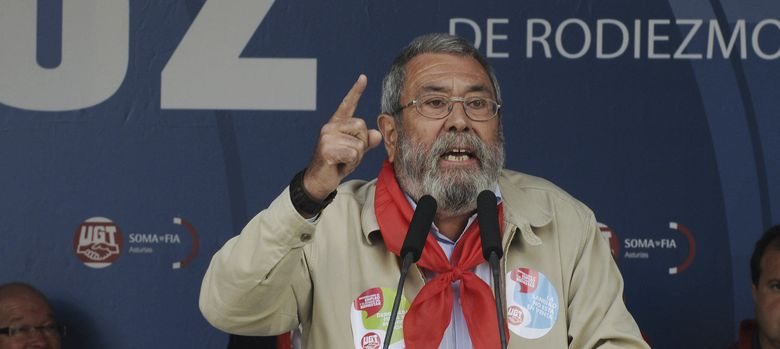 Foto: El secretario general de UGT, Cándido Méndez, durante su intervención en la Fiesta Minera asturleonesa de Rodiezmo. (EFE)