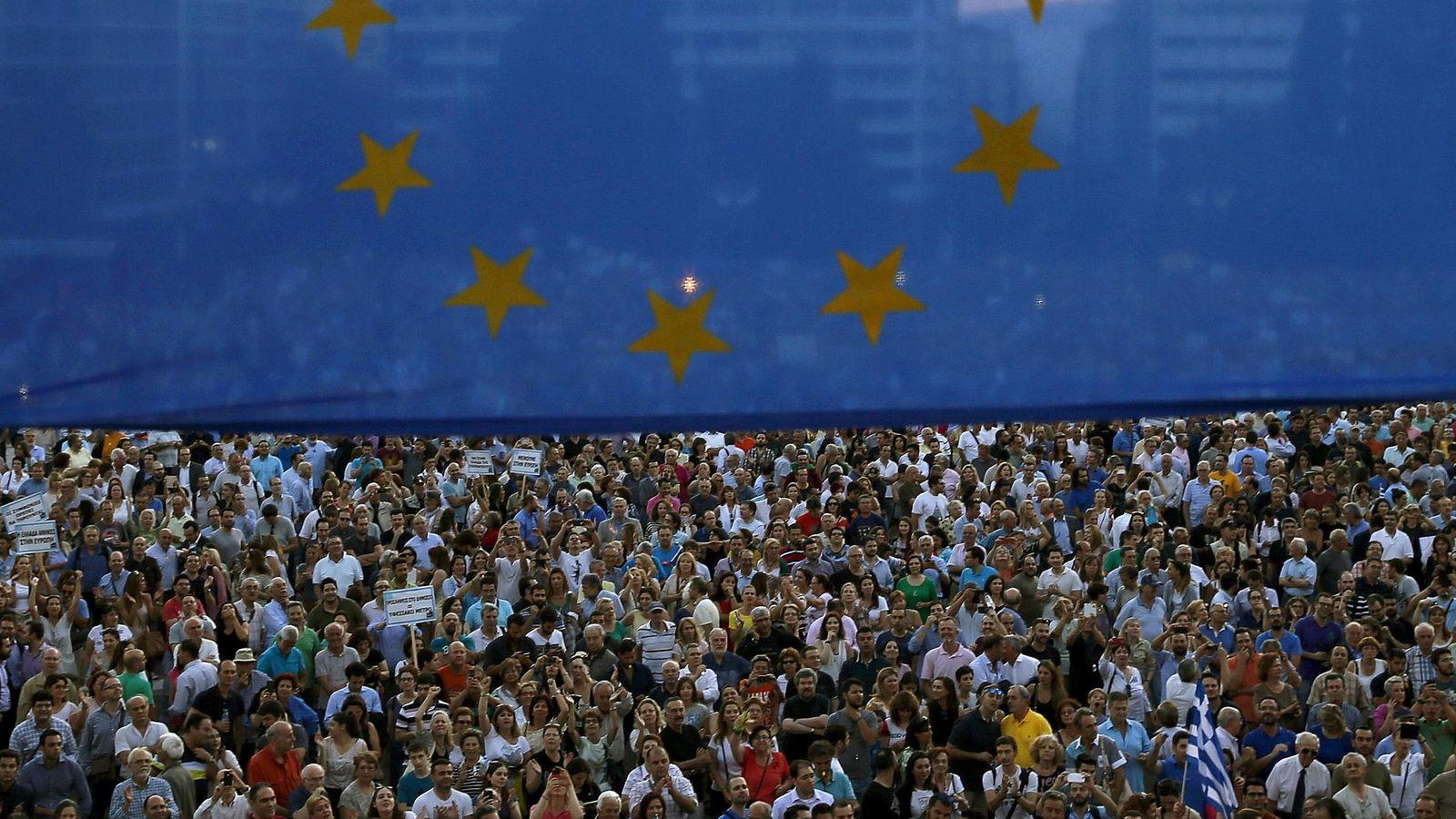 Foto: Manifestación enfrente del Parlamento griego en Atenas. (Reuters)
