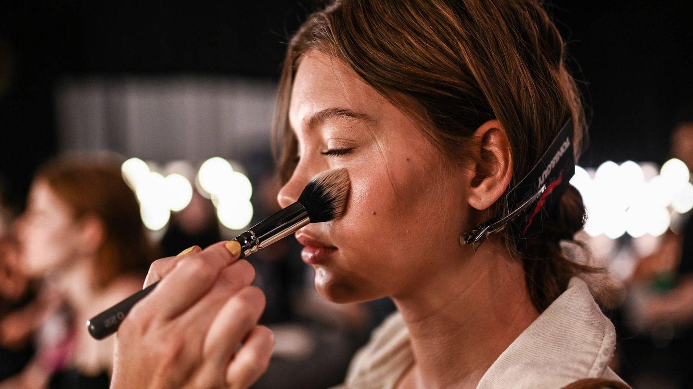 Los maquillajes compactos son la opción más popular. (Getty)