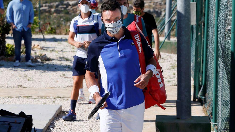 Foto: Roberto Bautista, a su llegada a la urbanización de Benitatxell, en Alicante, para disputar el torneo. (EFE)