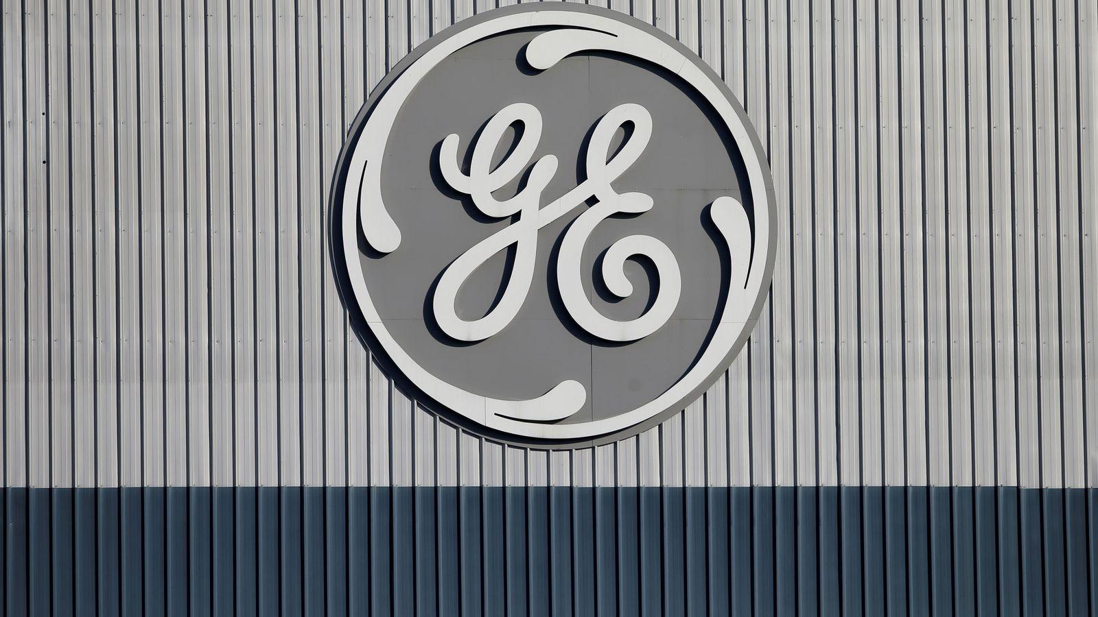 Foto: Logo de GE en una sede en Francia. (Reuters)
