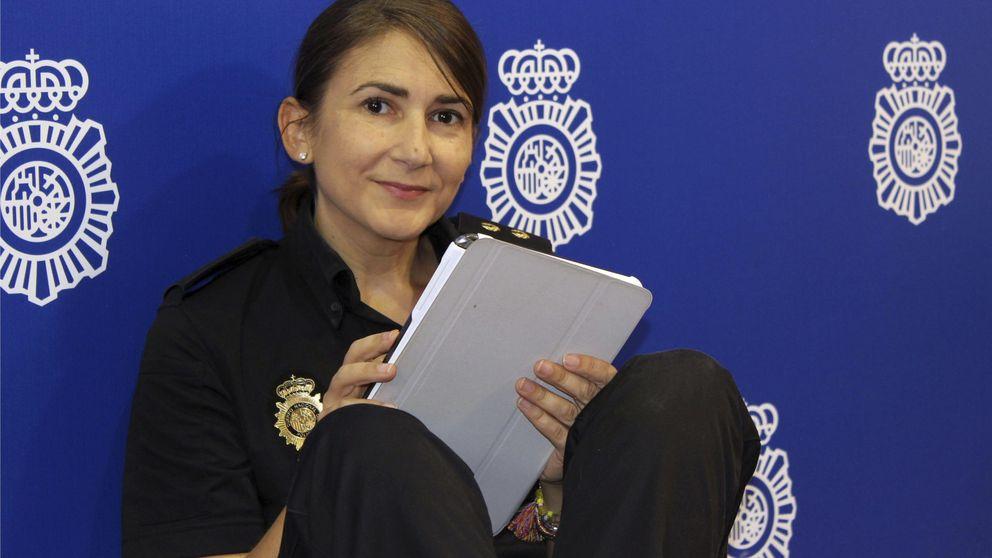 Sánchez ficha a la 'community manager' de Policía para redes sociales de Moncloa