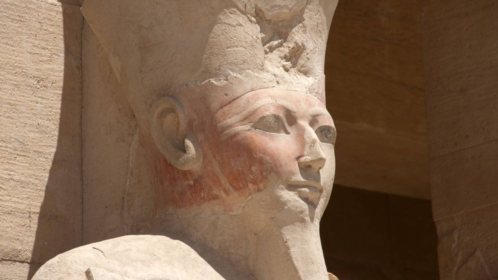 Foto: Estatua de Hatshepsut con atributos masculinos. (iStock)