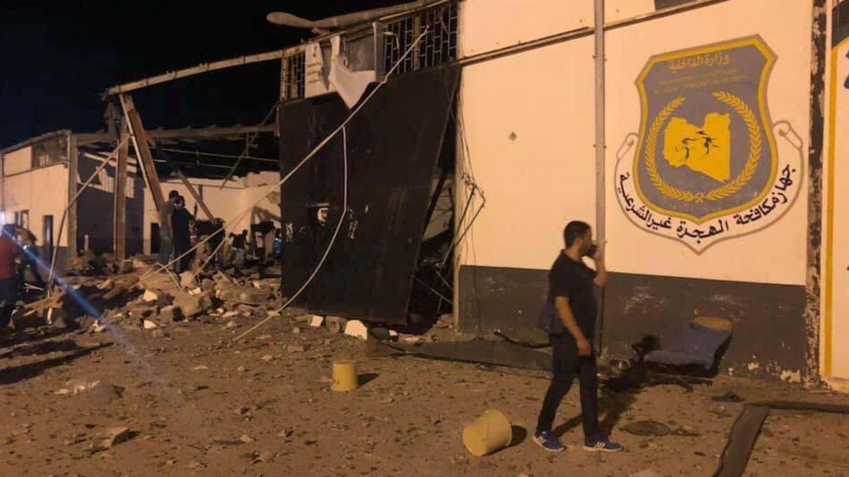 Al menos 40 muertos en un bombardeo en un centro de migrantes de Trípoli