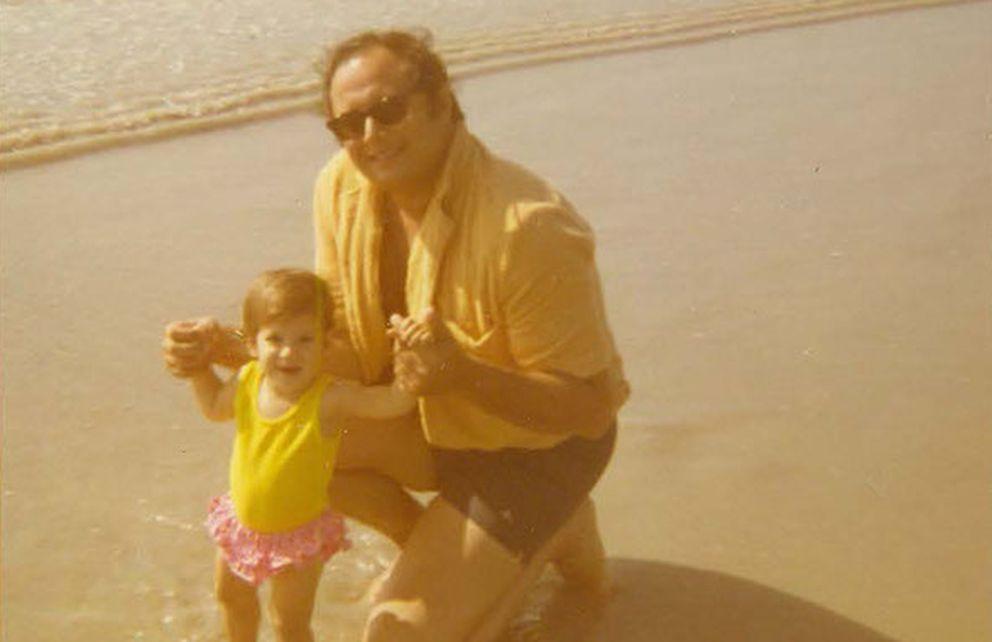 Foto: Kristin Battista-Frazee y su padre, Anthony, en una fotografía familiar. (Kristin Battista-Frazee)