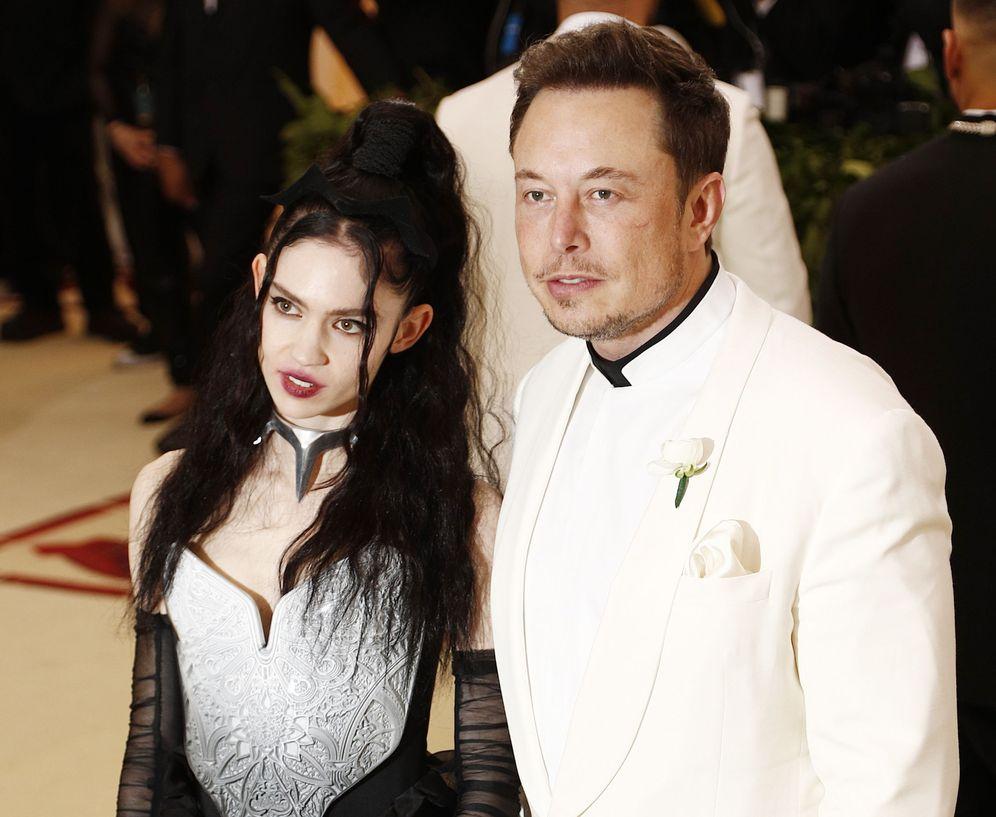Foto: Musk y Grimes en los momentos previos a la gala. (EFE)