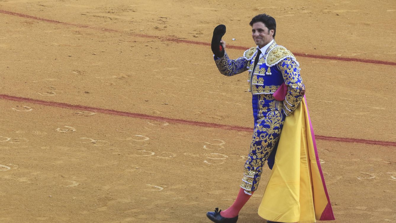 Fran Rivera llena los tendidos de color en su despedida de La Maestranza