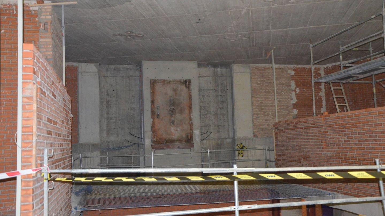 Puerta de la antigua caja fuerte de Banesto. Pincha sobre la imagen para ampliar.