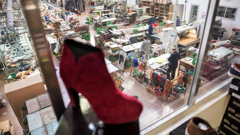 La producción industrial modera su caída anual al 5,7% en agosto