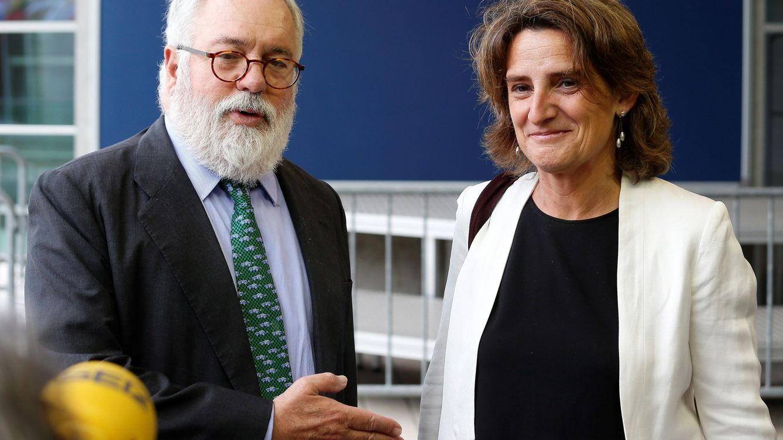 Foto: La nueva ministra de Transición Ecológica, con el comisario Arias Cañete.