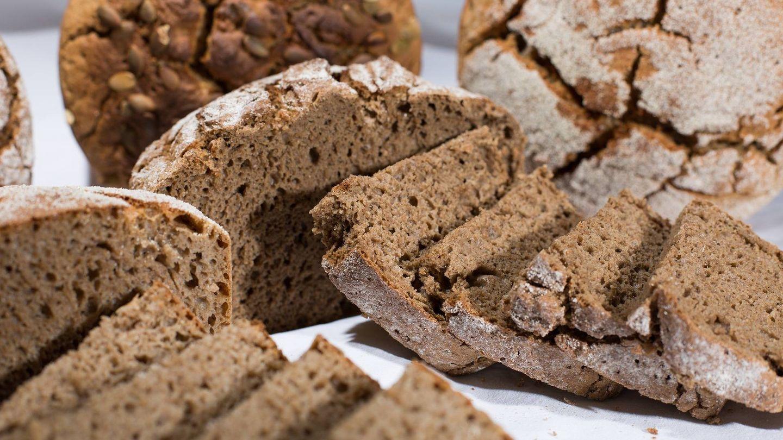 El pan de centeno tiene un elevado contenido proteico.