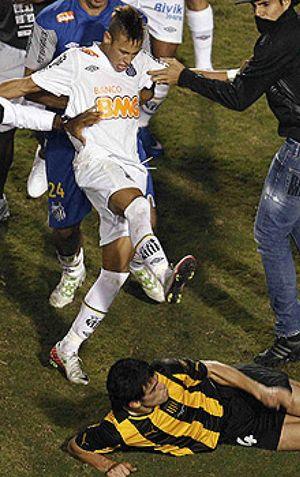 Pelé alaba a Neymar y espera que tenga mejor rendimiento que Messi con Argentina