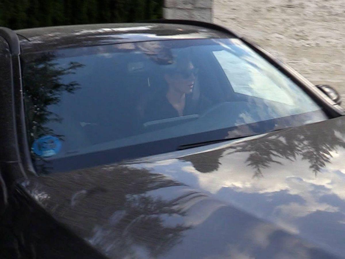 Foto: Tamara Falcó sale en su coche de la casa familiar. (Gtres)