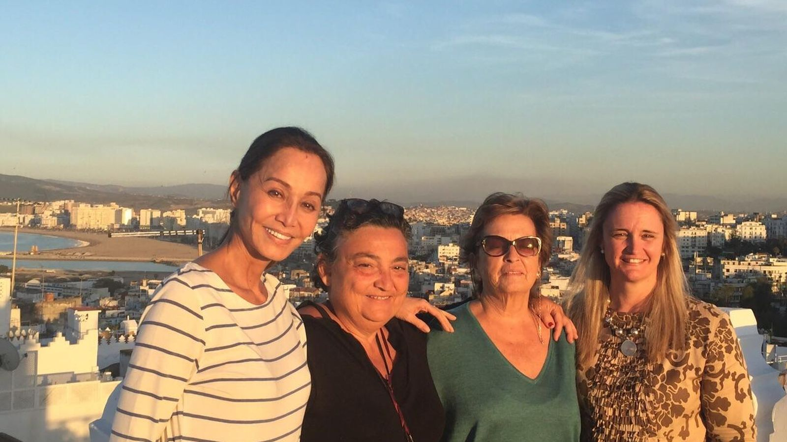 Foto: Preysler con Elena Benarroch, Mamen Fernández-Ordas y Pilar González en la terraza de Maison Blanch (Vanitatis)