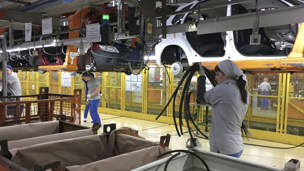 Foto: Cadena de montaje en una fábrica de coches. (EFE)