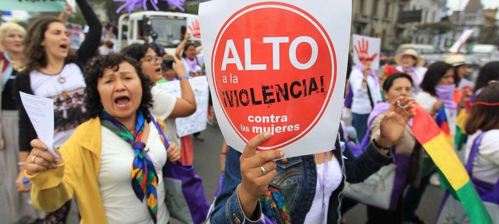 Foto: Un grupo de mujeres participa en una protesta contra la violencia de género. (EFE)