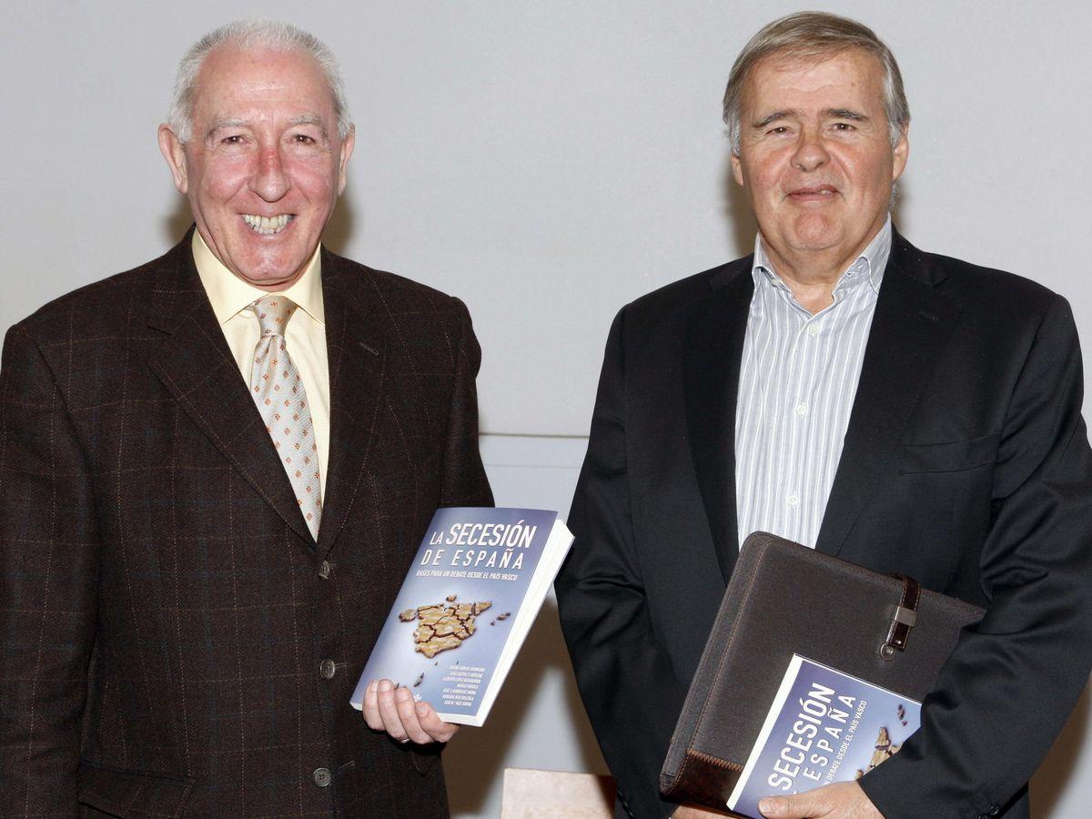 Foto: Joseba Arregi (i) junto al profesor José María Ruiz Soroa (d). (EFE)
