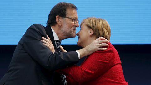 Rajoy conversa con Merkel, que le felicita por su nueva investidura