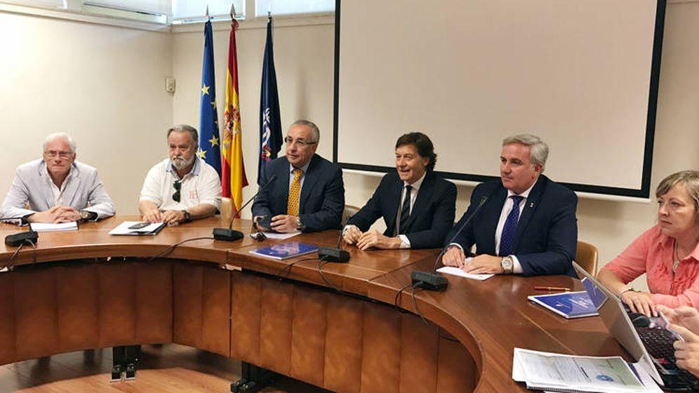 Foto: Lete (c) acudió el mes pasado a la Asamblea de la RFET. En la imagen aparece junto a Jesús Castellanos (d) y Alejandro Blanco (i). (Foto: COE)