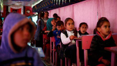 Un autobús convertido en escuela infantil en Bagdad