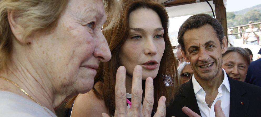 Foto: Marisa Bruni-Tedeschi, Carla Bruni y el expresidente Nicolás Sarkozy (Reuters)