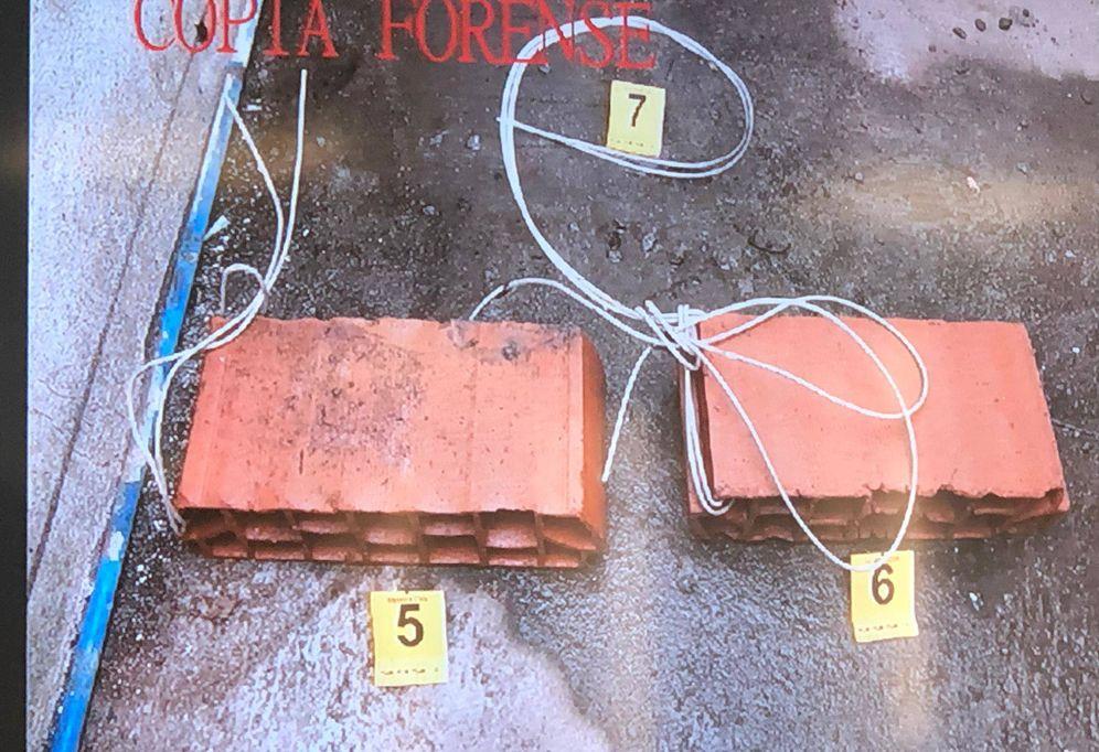 Foto: Bloques de ladrillo que se encontraron atados al cuerpo de Diana Quer. (El confidencial)
