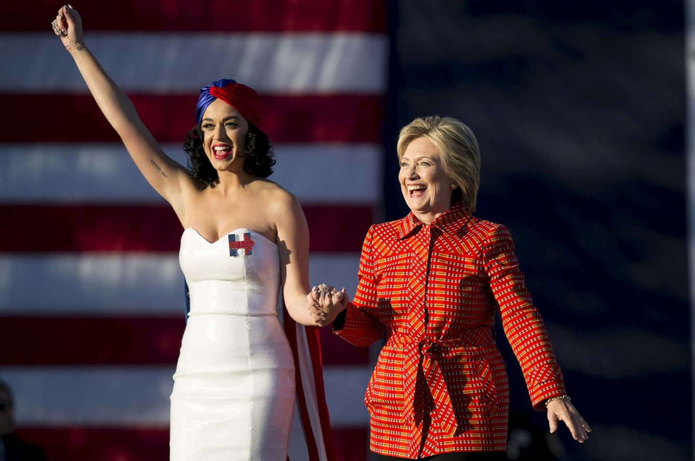 Foto: La Cantante Katy Perry luciendo los colores de la campaña de Hillary Clinton (Reuters)