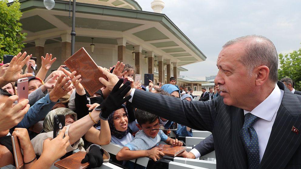 Máxima tensión en Turquía: ultima un plan de choque tras caer un 30% la lira