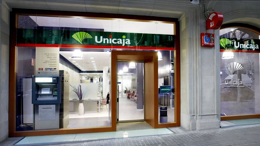Foto: Exterior de una oficina de Unicaja Banco.