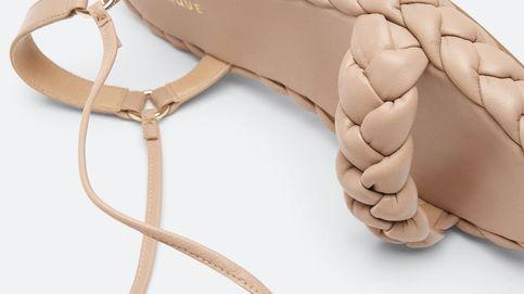 Estas sandalias atadas de piel de Uterqüe harán que captures todas las miradas