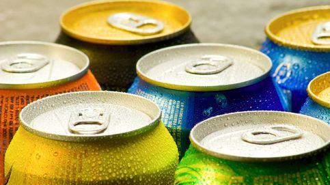 El truco para evitar que una lata de refresco rebose si se te cae