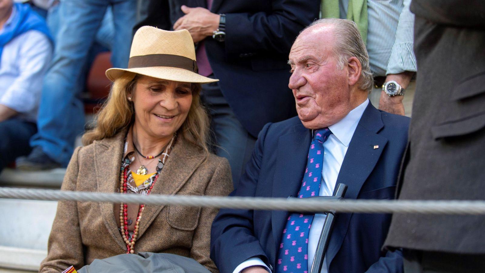 Foto: El rey con la infanta Elena en Illescas. (EFE)