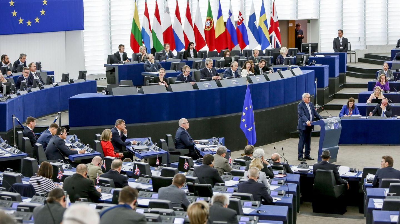 Jean-Claude Juncker preside el debate del estado de la Unión en la Eurocámara en Estrasburgo. (EFE)