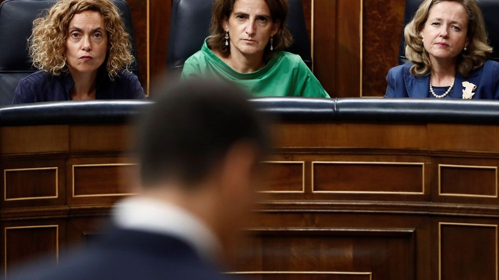 Foto: Las ministras de Política Territorial, Meritxell Batet (i); Transición Energética y Medio Ambiente, Teresa Ribera, (c) y Economía, Nadia Calviño. (EFE)