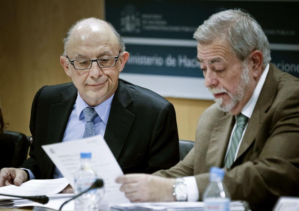 Foto: Cristóbal Montoro (i), junto al secretario de Estado de Administraciones Públicas, Antonio Beteta. (Efe)