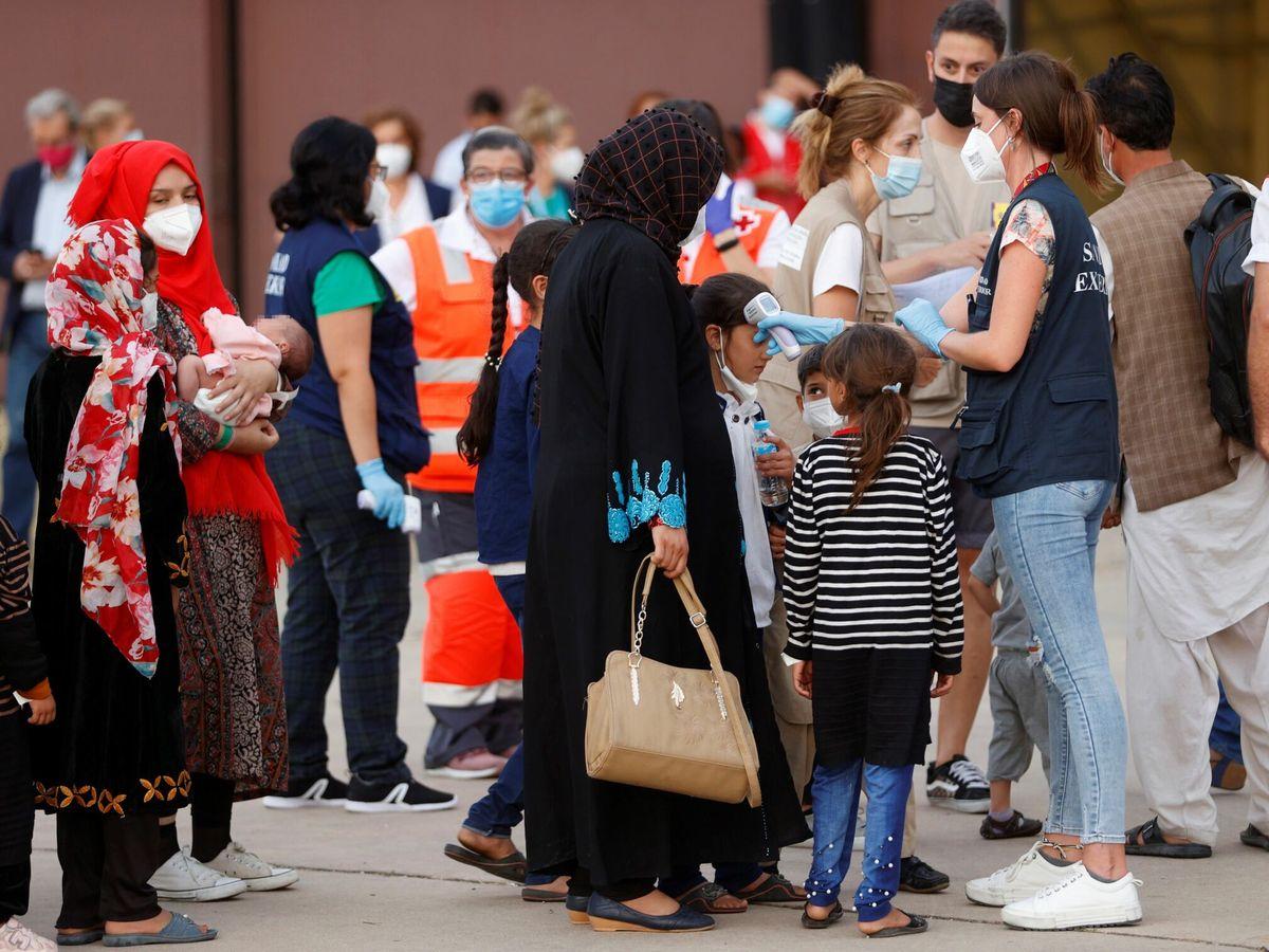 Foto: Evacuados de Afganistán llegan a la base de Torrejón de Ardoz. (EFE)