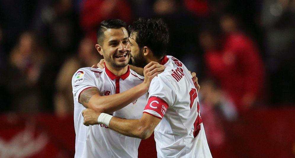 Foto: En la imagen, Vitolo y Nico Pareja. (Reuters)