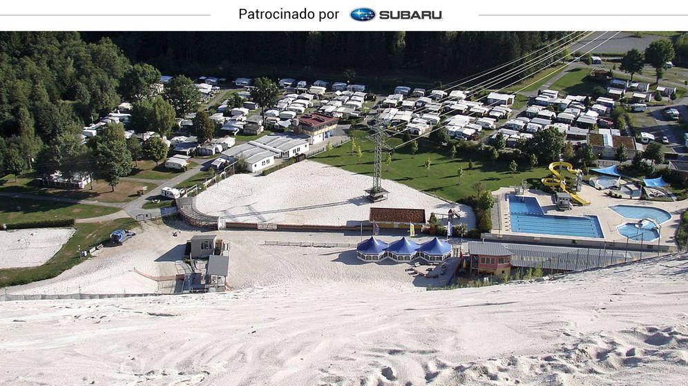 Foto: Vista de la pista de arena desde la parte superior del Monte Kaolino, en Alemania