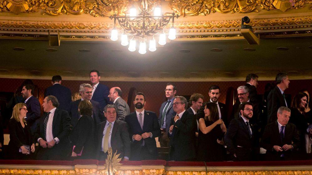 Foto: Torrent, Aragonès y Colau, en la 65ª edición de los Premios Ondas. (EFE)