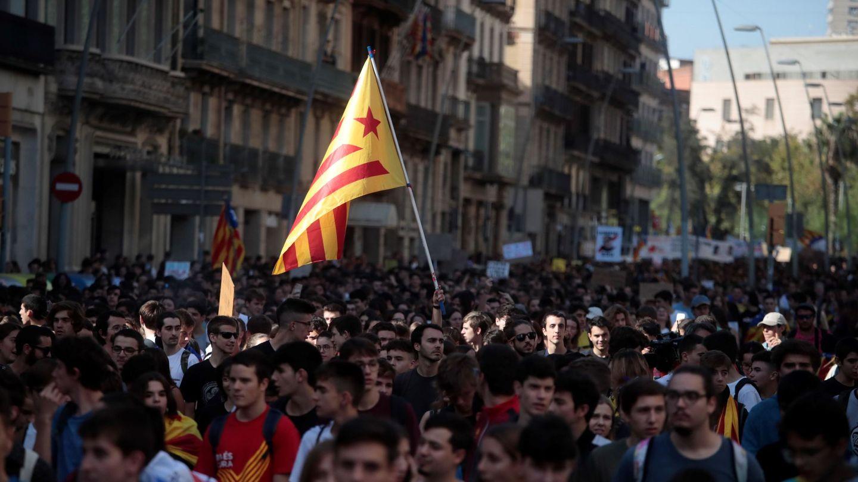 Manifestantes se manifiestan durante la jornada de este jueves. (EFE)