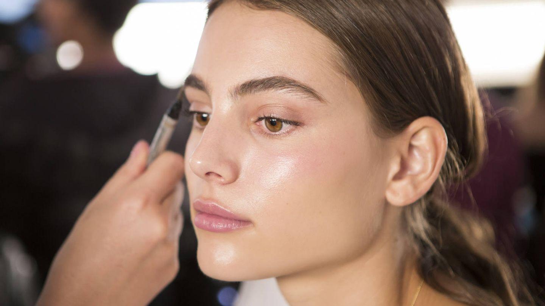 Si utilizas el primer adecuado, puedes conseguir una piel más jugosa e iluminada. (Imaxtree)