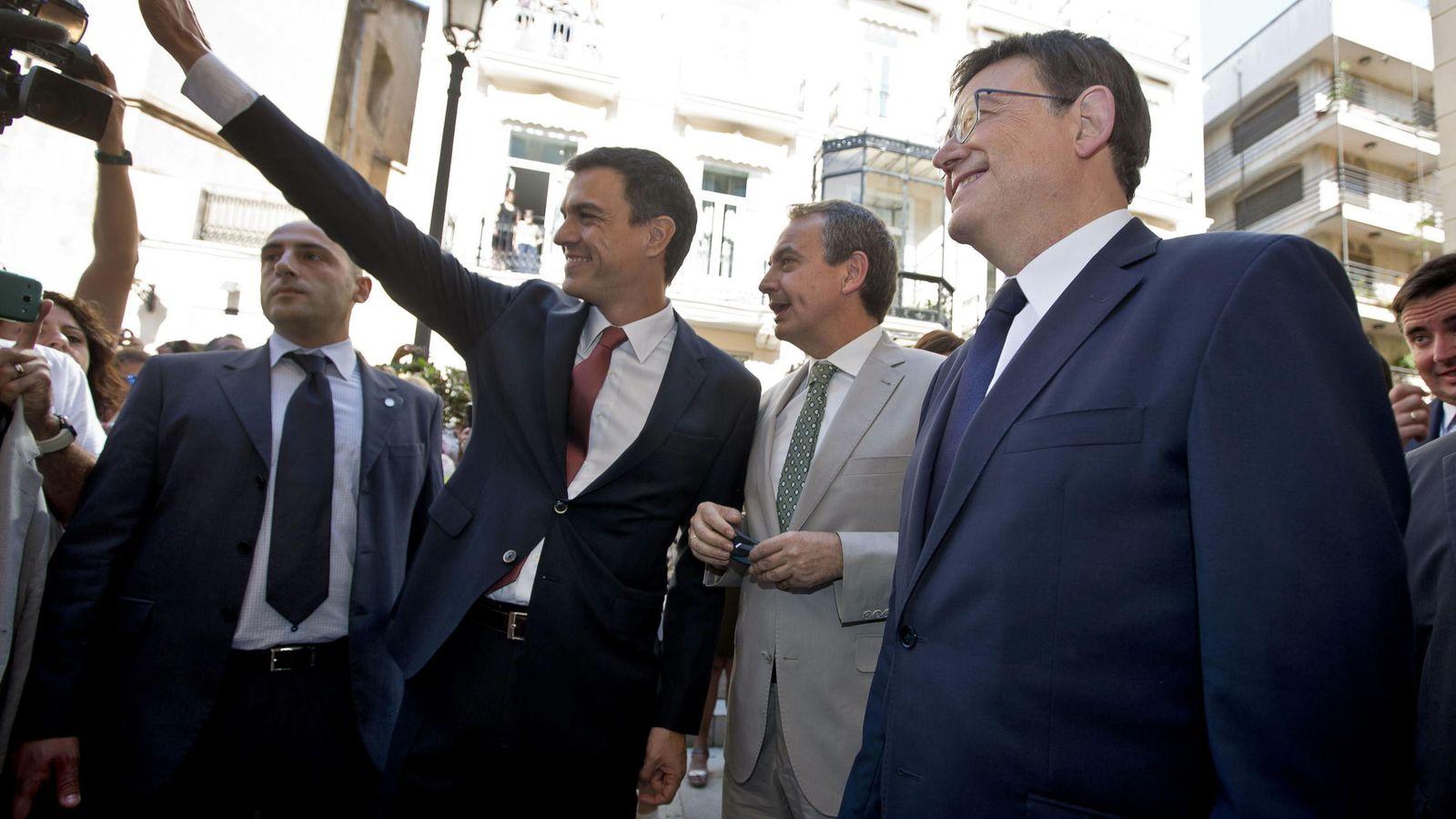 Foto: Ximo Puig, en su toma de posesión como presidente de la Generalitat Valenciana, acompañado por José Luis Rodríguez Zapatero y Pedro Sánchez. (EFE)