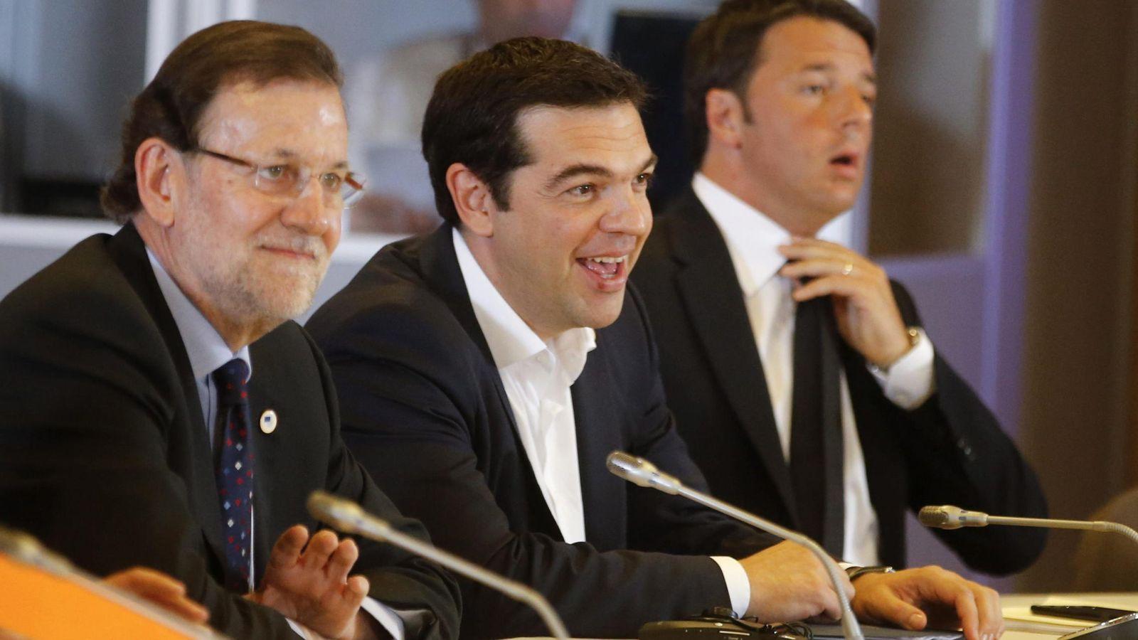 Foto: Mariano Rajoy, Alexis Tsipras y Matteo Renzi, en Bruselas. (EFE)