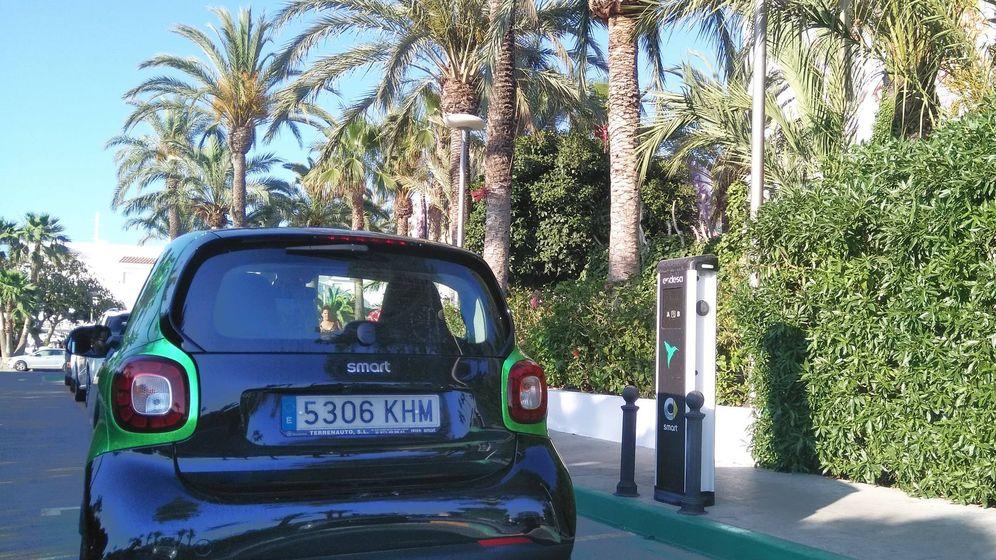 Endesa y Smart electrifican la isla de Ibiza con cinco puntos de recarga dobles para vehículos eléctricos