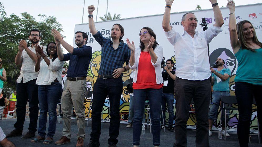 Foto: Pablo Iglesias junto a Alberto Garzón, Mónica Oltra, de Compromís, y el diputado de la misma formación Joan Baldoví, en un mitin de las elecciones generales. (Reuters)