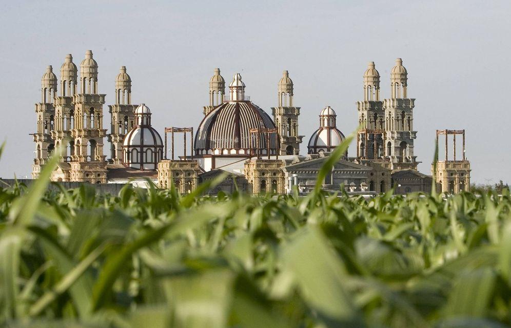 Foto: Basílica del Palmar de Troya en la provincia de Sevilla (EFE)