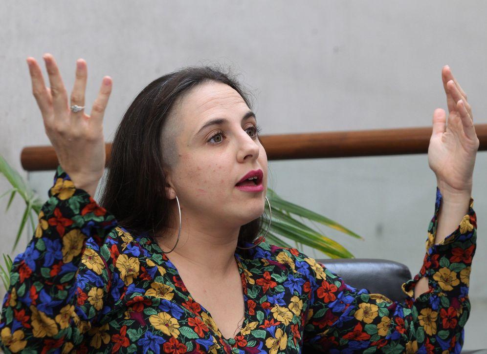Foto: La escritora Cristina Morales durante una entrevista por el Premio Herralde de Novela 2018 (EFE/Mario Guzmán)