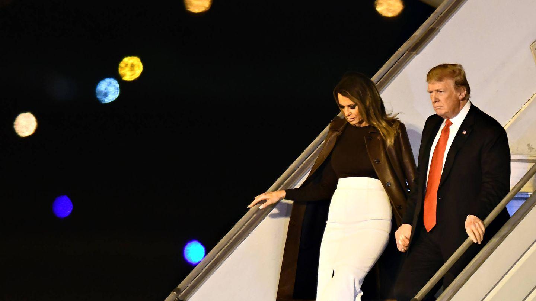 Melania y Donald llegando a la cumbre en el Air Force One. (Getty)