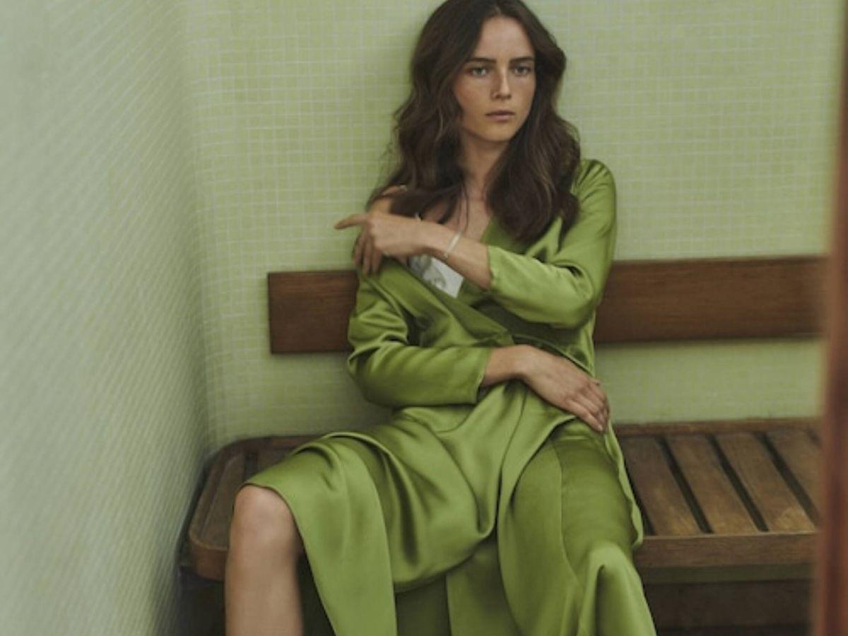 Foto: El vestido satinado de Massimo Dutti. (Cortesía)