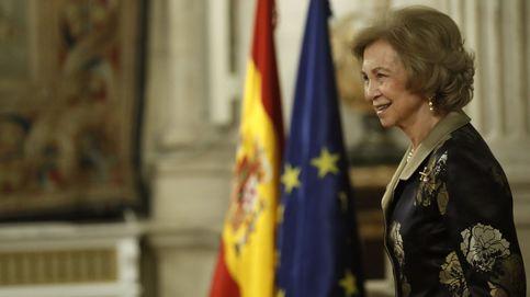 Tarjetas opacas y dinero de dudosa procedencia: la reina Sofía, salpicada por los negocios de don Juan Carlos